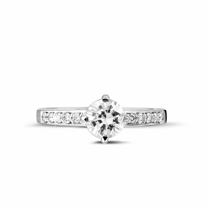 0.70 Karat diamantener Solitärring aus Weißgold mit kleinen Diamanten