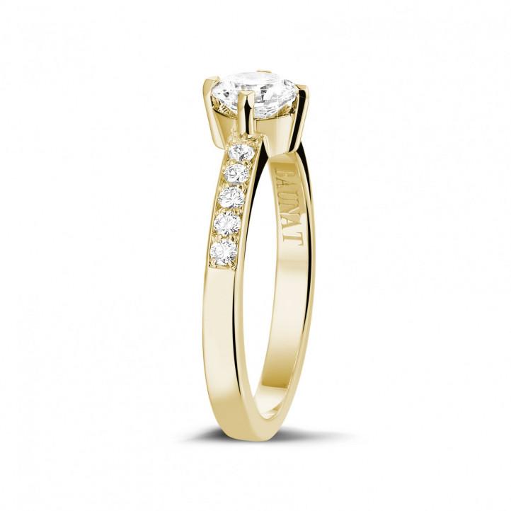 0.50 Karat diamantener Solitärring aus Gelbgold mit kleinen Diamanten