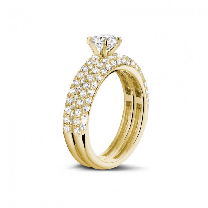 0.70 Karat Paar diamantene Verlobungs- und Hochzeitsring aus Gelbgold mit kleinen Diamanten