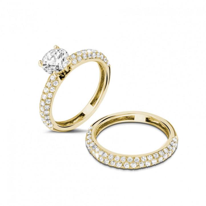 1.20 Karat Paar diamantene Verlobungs- und Hochzeitsring aus Gelbgold mit kleinen Diamanten