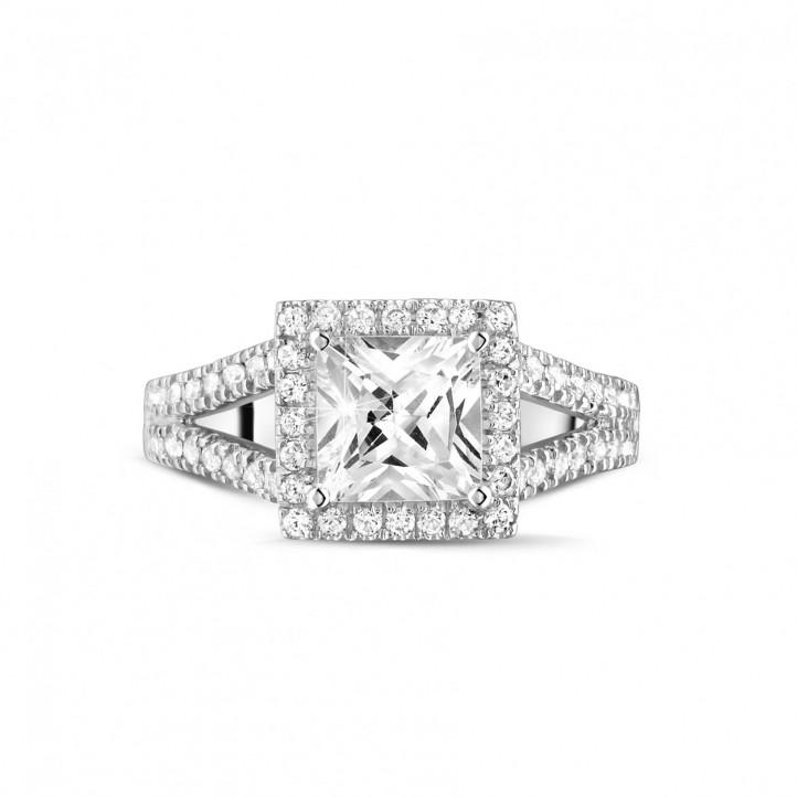 1.50 Karat Solitärring aus Weißgold mit Prinzessdiamanten und kleinen Diamanten