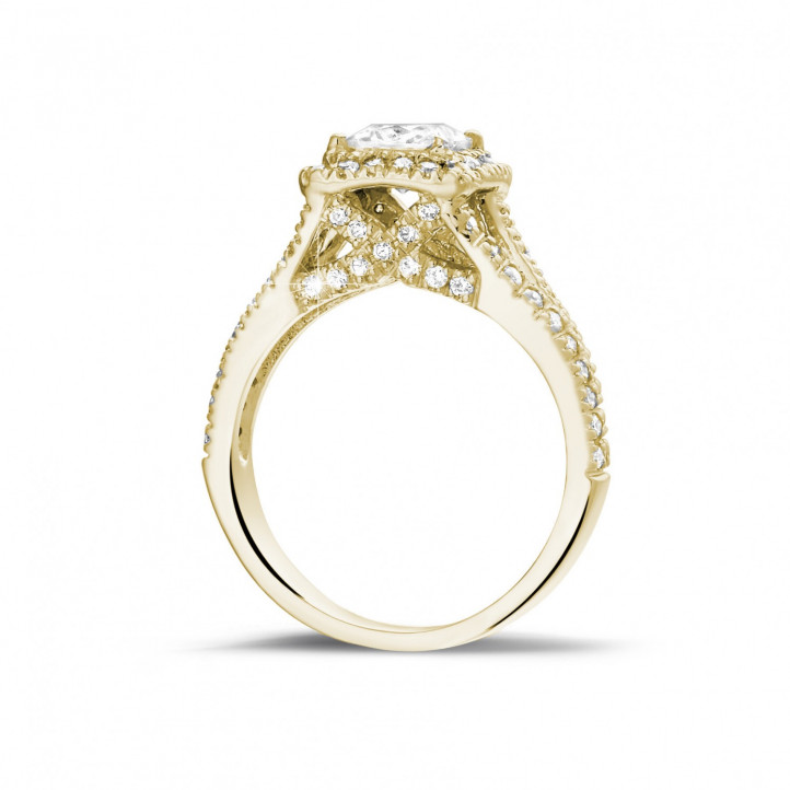 1.00 Karat Solitärring aus Gelbgold mit Prinzessdiamanten und kleinen Diamanten