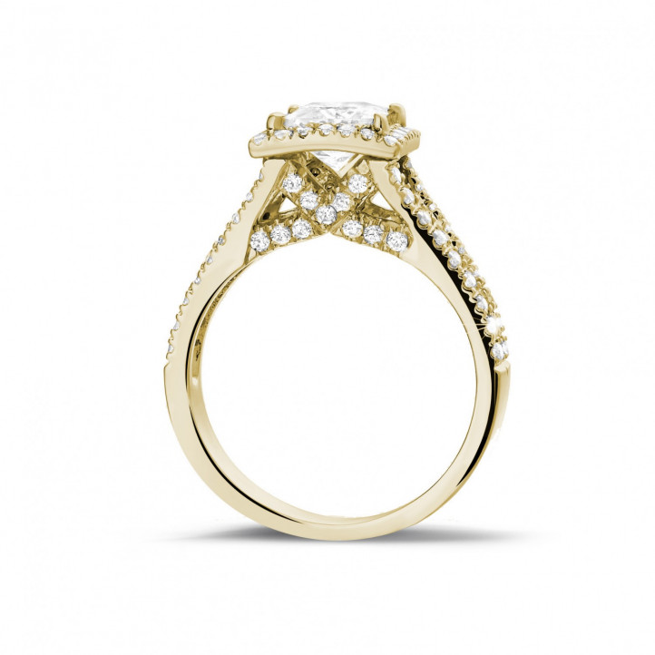 1.20 Karat Solitärring aus Gelbgold mit Prinzessdiamanten und kleinen Diamanten