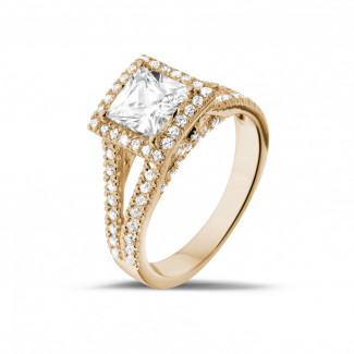 Verlobung - 1.20 Karat Solitärring aus Rotgold mit Prinzessdiamanten und kleinen Diamanten