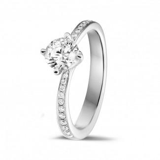 Verlobung - 0.70 Karat diamantener Solitärring aus Weißgold mit kleinen Diamanten