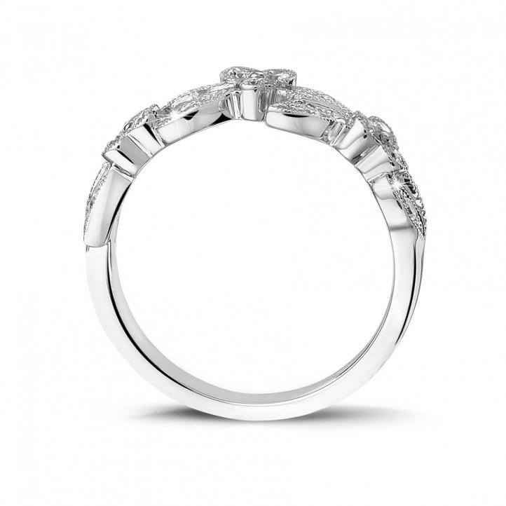 0.32 Karat Memoire Ring mit kleinen Blättern aus Platin mit runden Diamanten