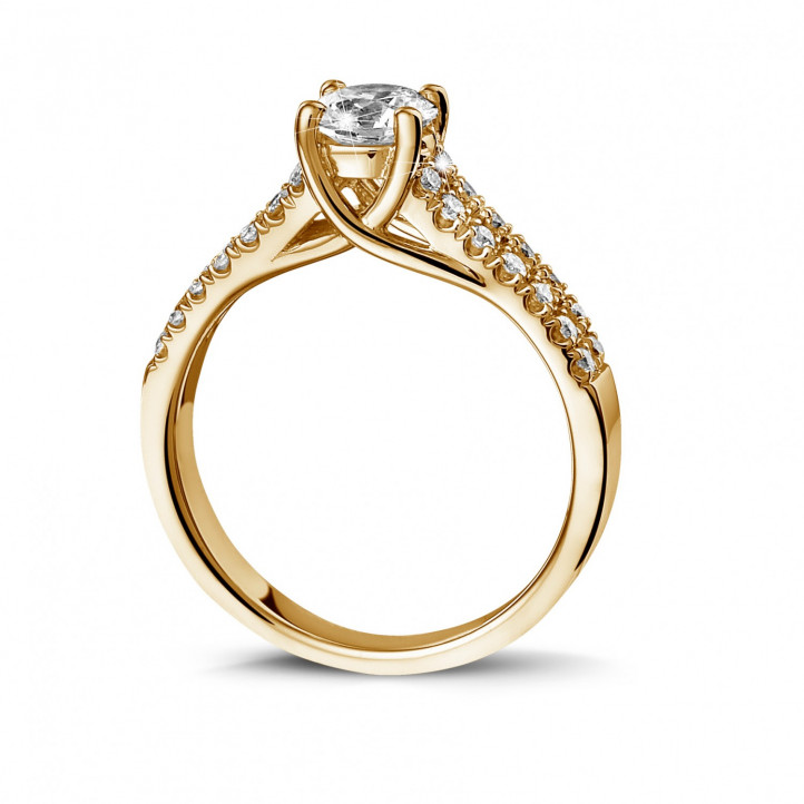 0.70 Karat diamantener Solitärring aus Gelbgold mit kleinen Diamanten
