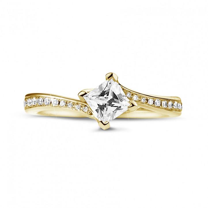 0.50 Karat diamantener Solitärring aus Gelbgold mit Prinzessdiamanten und kleinen Diamanten