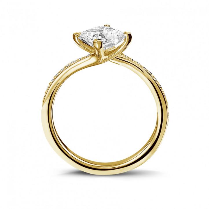 1.00 Karat diamantener Solitärring aus Gelbgold mit Prinzessdiamanten und kleinen Diamanten