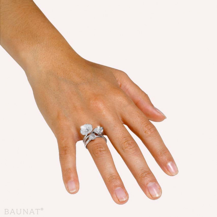 0.90 Karat diamantener Design Trilogiering aus Weißgold