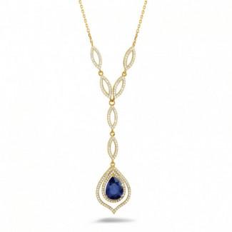 Schmuck mit Rubin, Saphir und Smaragd - Diamantene Halskette mit birnenförmigem Saphir von ungefähr 4.00 Karat aus Gelbgold