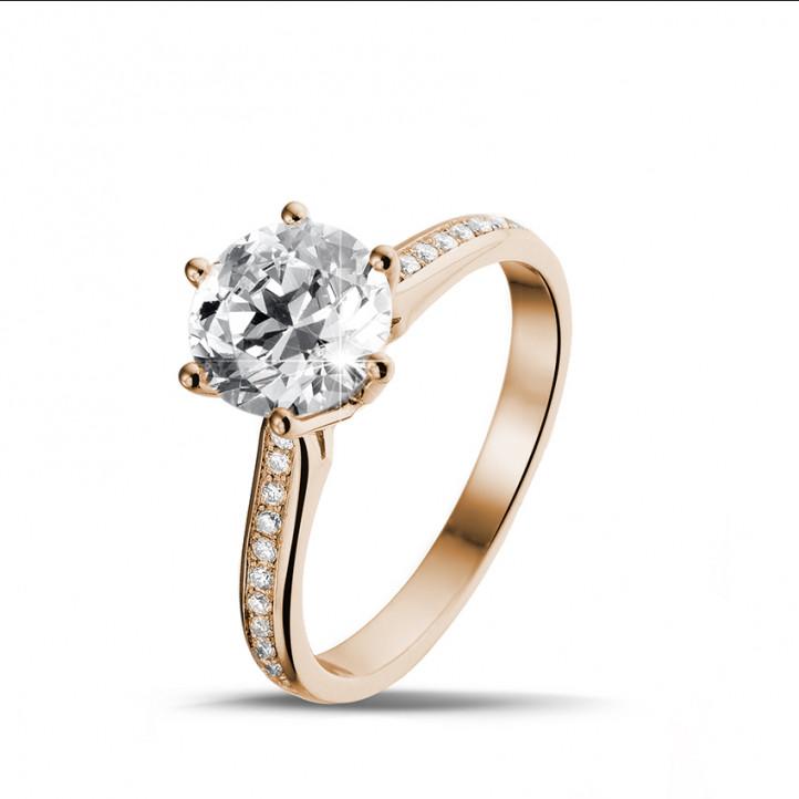 2.00 Karat diamantener Solitärring aus Rotgold mit kleinen Diamanten