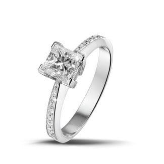 Diamantringe aus Platin - 1.00 Karat Solitärring aus Platin mit Prinzessdiamanten und kleinen Diamanten