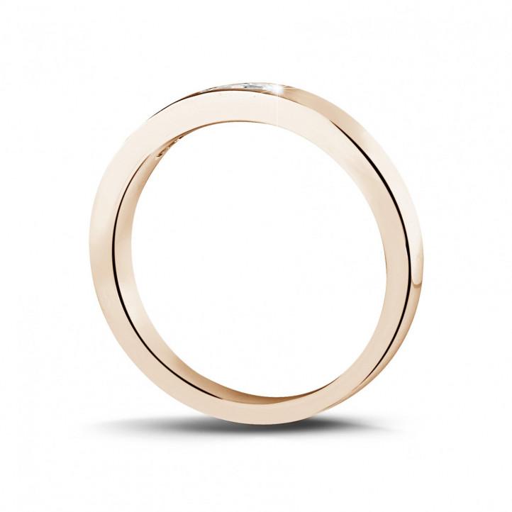 0.30 Karat Memoire Ring mit Prinzessdiamanten aus Rotgold