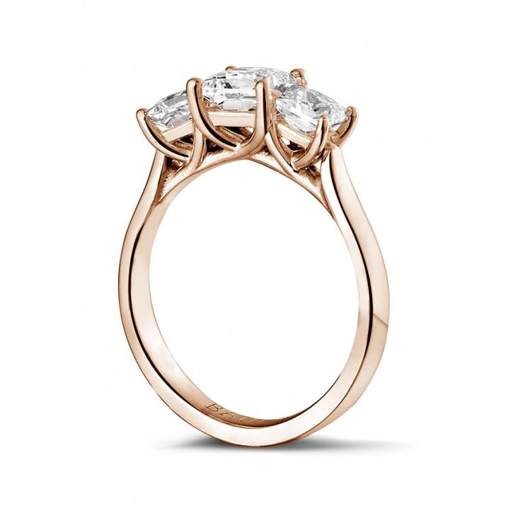 1.50 Karat Trilogiering mit Prinzessdiamanten aus Rotgold