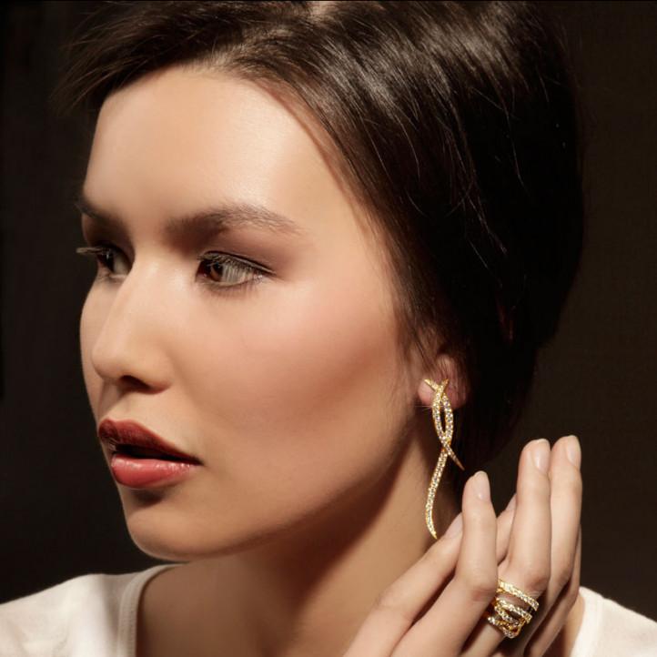 1.90 Karat diamantene Design Ohrringe aus Gelbgold