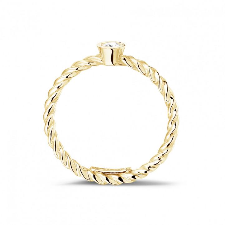 0.07 Karat diamantener gedrehter Kombination Ring aus Gelbgold