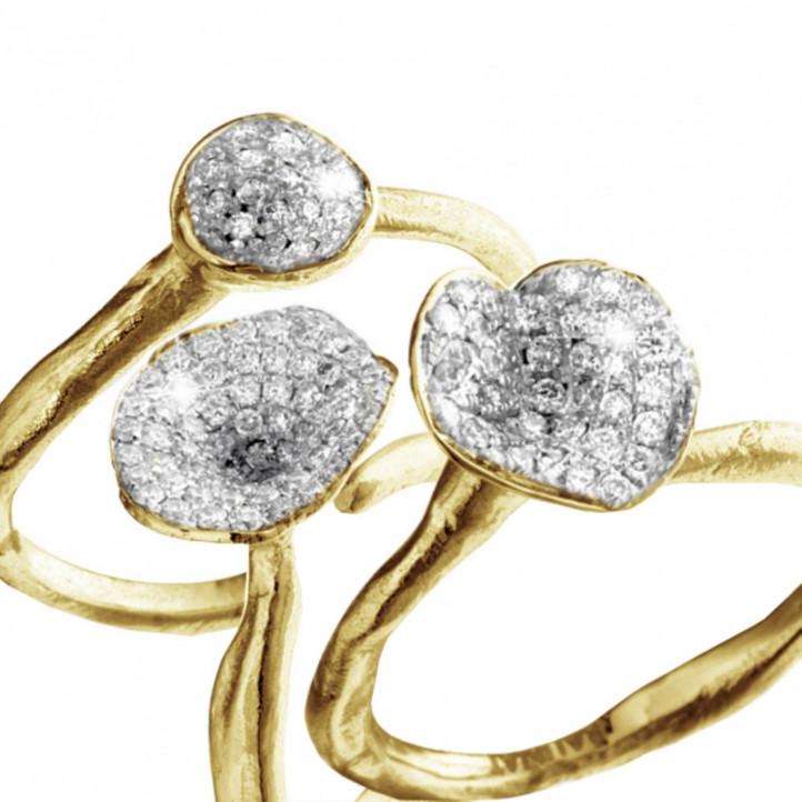 0.90 Karat diamantener Design Trilogiering aus Gelbgold