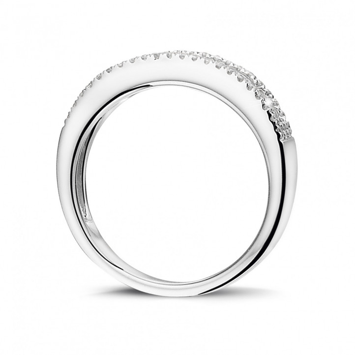 0.25 Karat Ring aus Weißgold mit schwebendem runden Diamant