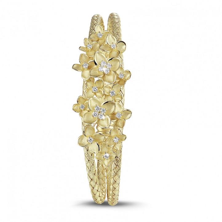 0.55 Karat diamantener Design Blumenarmreif aus Gelbgold