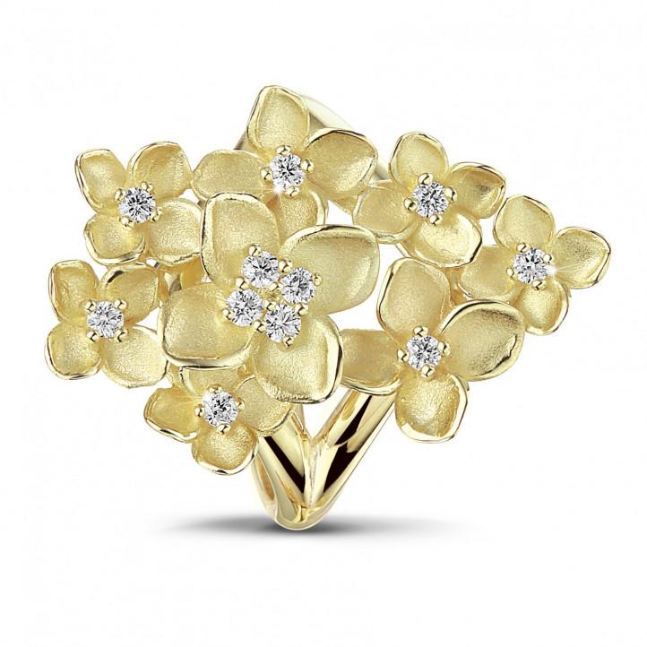 0.30 Karat diamantener Design Blumenring aus Gelbgold
