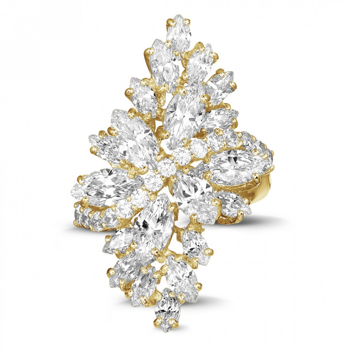 5.80 Karat Ring aus Gelbgold mit Marquise und runden Diamanten