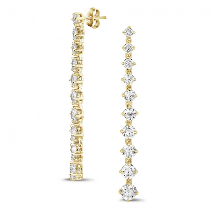 5.50 Karat sich verjüngende Diamant Ohrringe aus Gelbgold