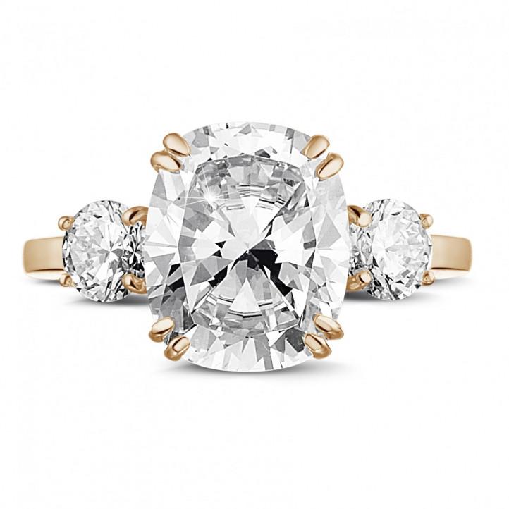 Ring aus Rotgold mit Diamant im Kissenschliff und runden Diamanten