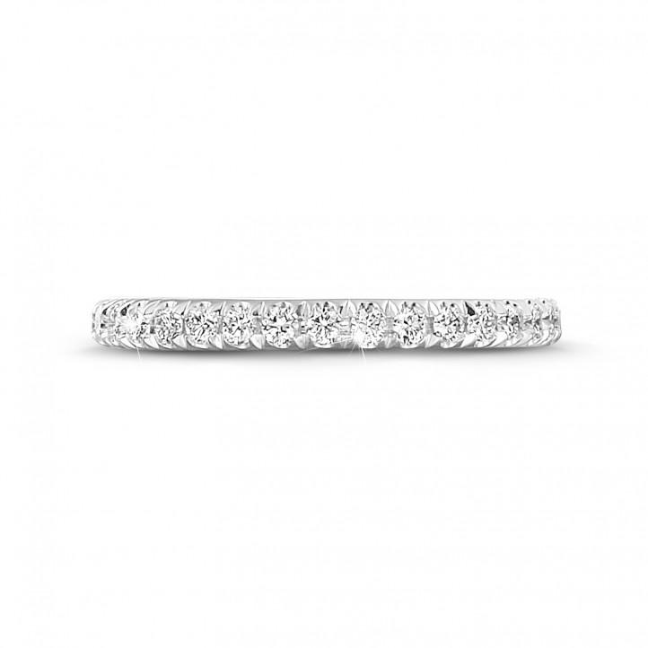0.55 Karat Memoire Ring (rundherum besetzt) aus Platin mit runden Diamanten