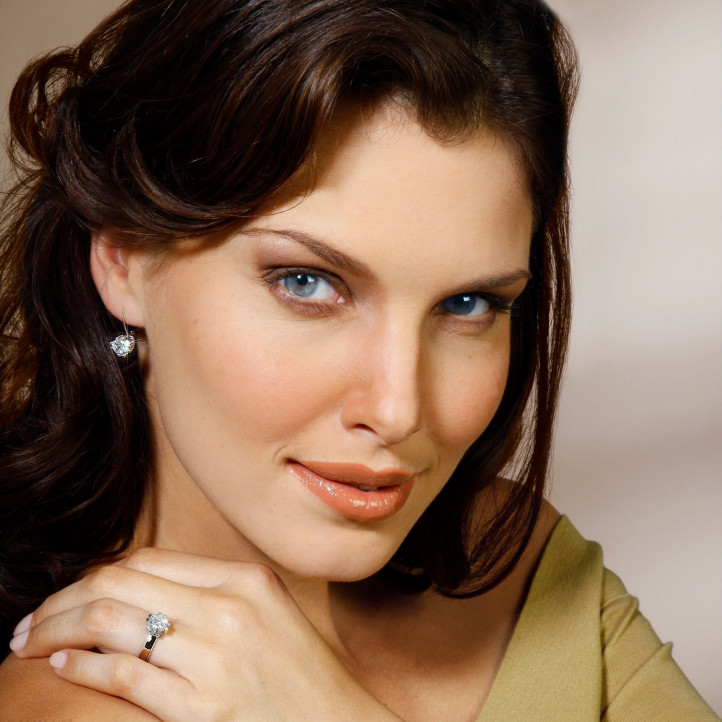 1.80 Karat diamantene Design Ohrringe aus Weißgold mit acht Krappen