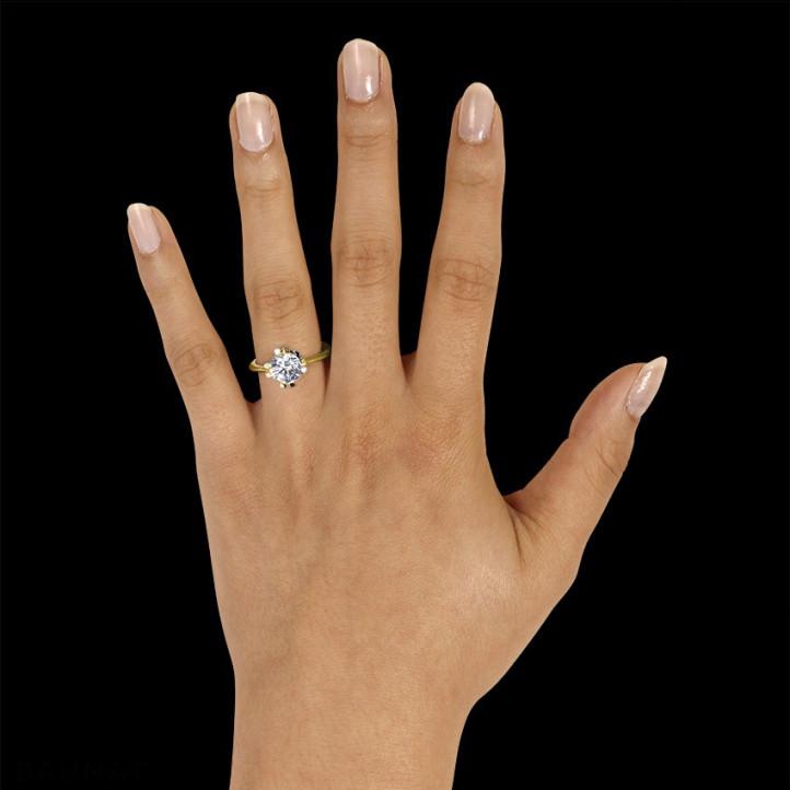 1.50 Karat diamantener Solitär Designring aus Gelbgold mit acht Krappen