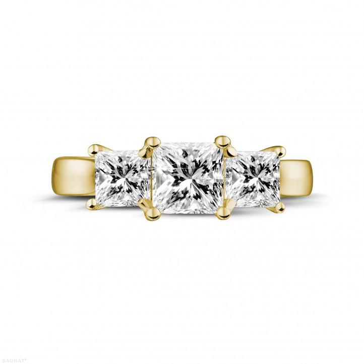 1.50 Karat Trilogiering mit Prinzessdiamanten aus Gelbgold