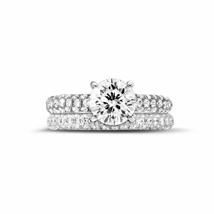 Matching diamond engagement and wedding band with a central diamond of 1.50 carat and small diamonds