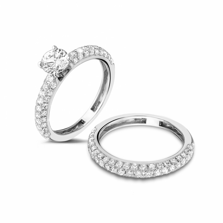 Matching diamond engagement and wedding band in platinum with a central diamond of 0.70 carat and small diamonds