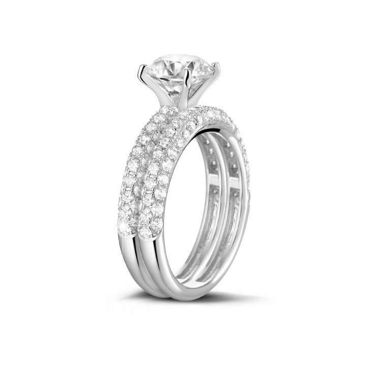 Matching diamond engagement and wedding band in platinum with a central diamond of 1.20 carat and small diamonds