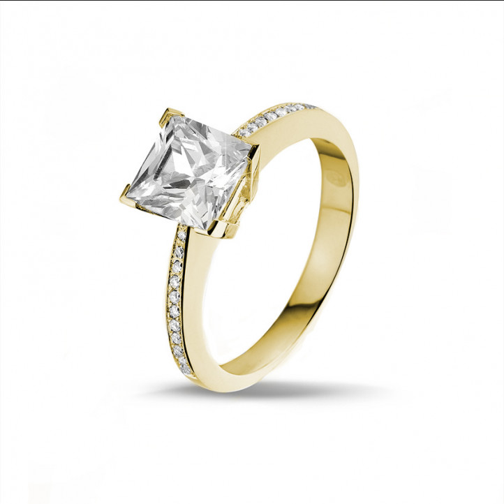 2.00 carat solitaire ring in yellow gold with princess diamond and side diamonds