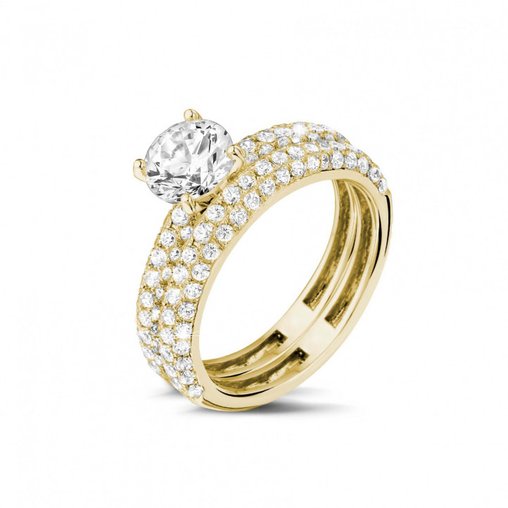 Matching diamond engagement and wedding band in yellow gold with a central diamond of 1.20 carat and small diamonds