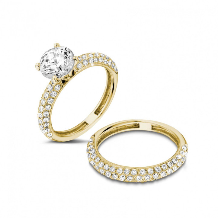Matching diamond engagement and wedding band in yellow gold with a central diamond of 1.50 carat and small diamonds