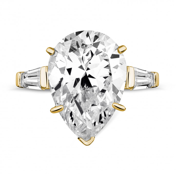 Ring in yellow gold with pear shaped diamond and taper cut baguette diamonds