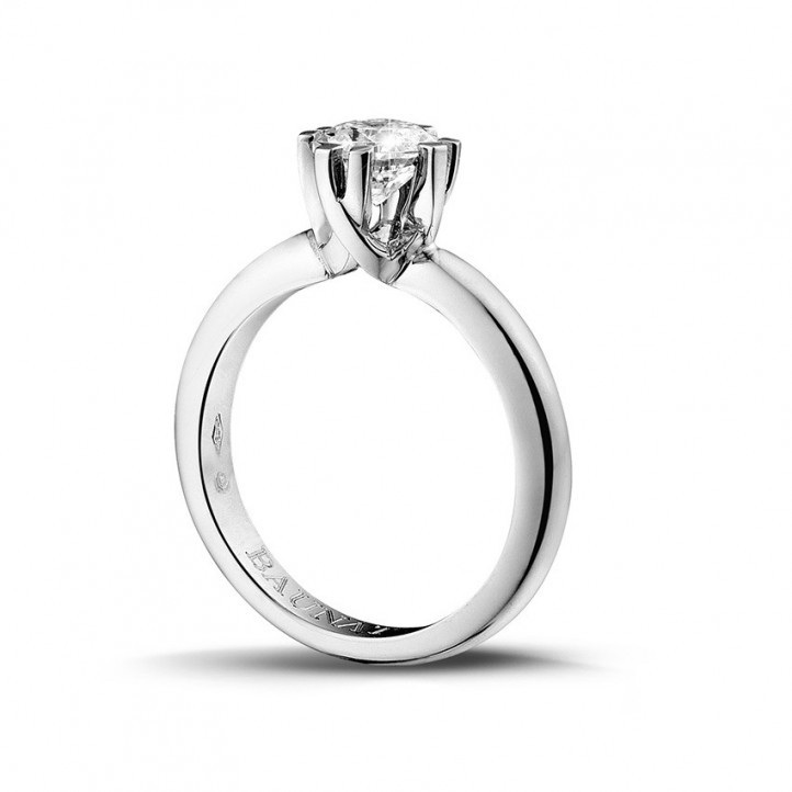 0.90 carat solitaire diamond design ring in platinum with eight prongs