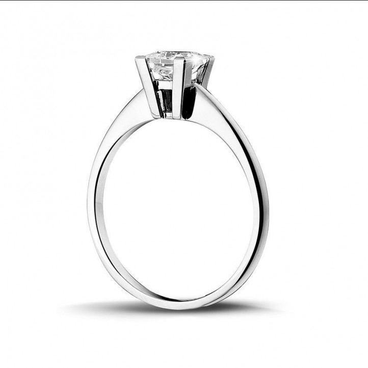 1.00 carat solitaire ring in white gold with princess diamond of exceptional quality (D-IF-EX)