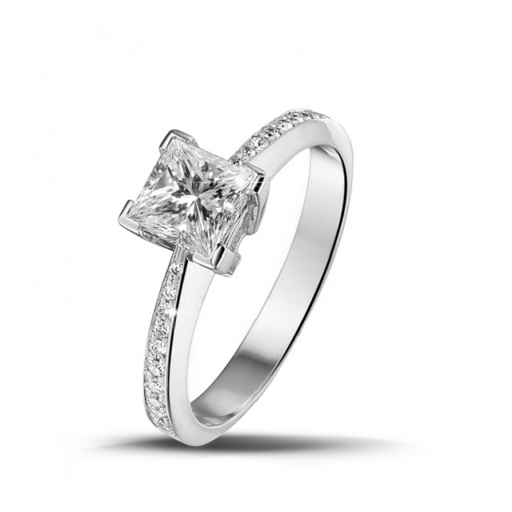 1.00 carat solitaire ring in white gold with princess diamond and side diamonds