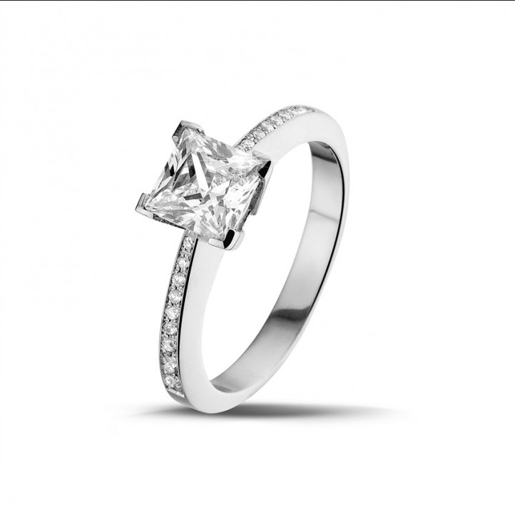 1.50 carat solitaire ring in white gold with princess diamond and side diamonds