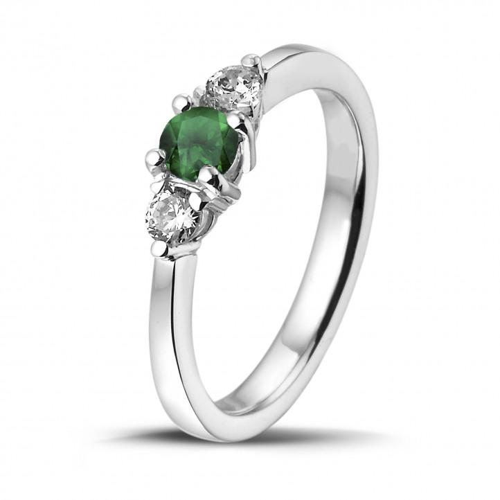 Price quotation n°1 Malte Rau - Trilogy ring in red gold with a central emerald and 2 round diamonds