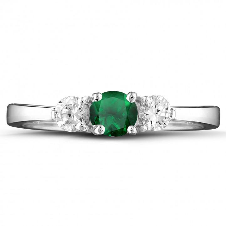 Price quotation n°2 Malte Rau - Trilogy ring in red gold with a central emerald and 2 round diamonds