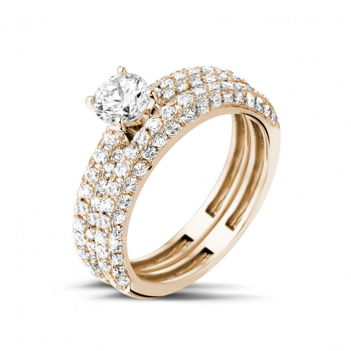 Matching diamond engagement and wedding band in red gold with a central diamond of 0.50 carat and small diamonds