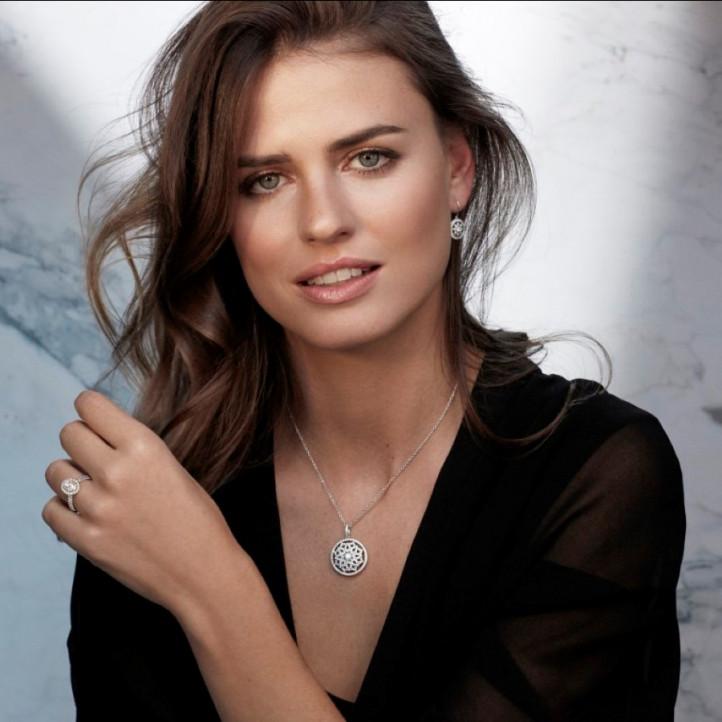 1.10 carat diamond pendant in yellow gold