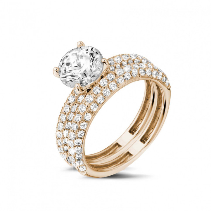Matching diamond engagement and wedding band in red gold with a central diamond of 1.50 carat and small diamonds