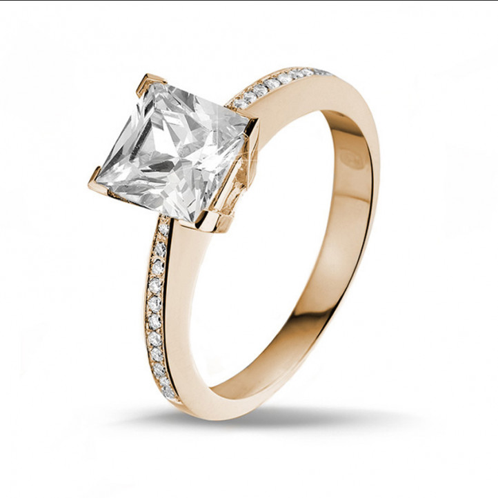 2.00 carat solitaire ring in red gold with princess diamond and side diamonds