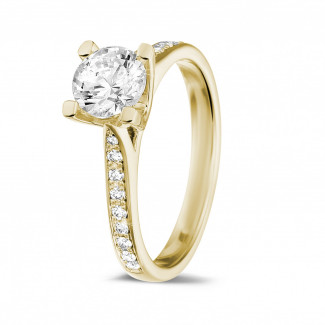 Engagement - 0.90 carat solitaire diamond ring in yellow gold with side diamonds